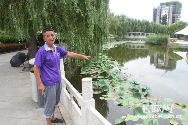 曲阳滨水公园一女子落水 66岁清洁工人跳水救人