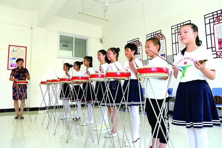 乐亭县青少年校外活动中心组织开展公益活动