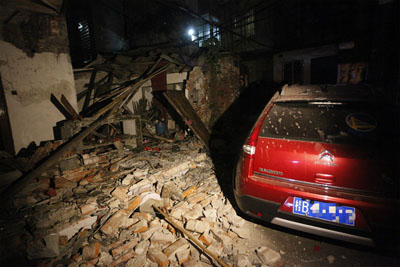 广西柳州一民宅氢气罐发生爆炸 平房被炸成废墟