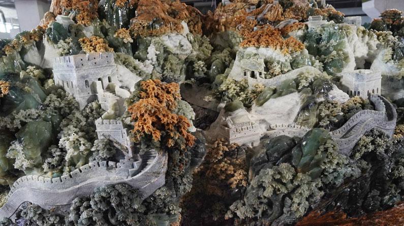 巨型长城主题玉雕在辽宁岫岩亮相