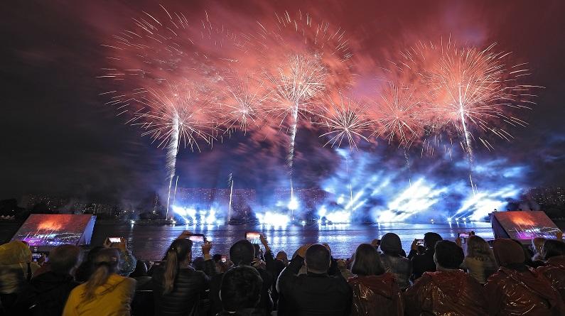 俄罗斯举行Rostec盛大展开 烟花璀璨绽放恍如仙境