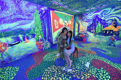 太原:梵高星空艺术馆打造璀璨奇幻重叠空间