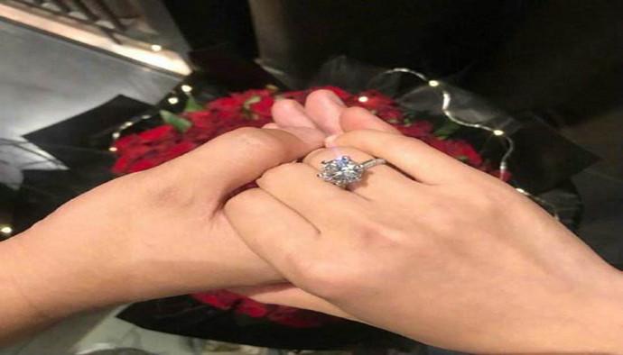 何雯娜官宣被求婚消息:谢谢我亲爱的他