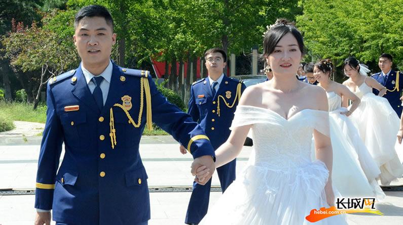 高清组图|情定火焰蓝 看!这场浪漫的集体婚礼