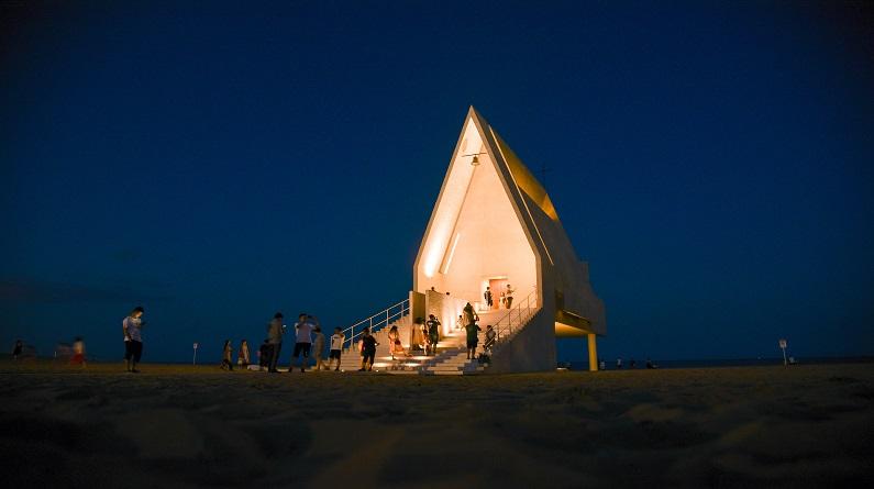 河北秦皇岛:阿那亚礼堂夜景
