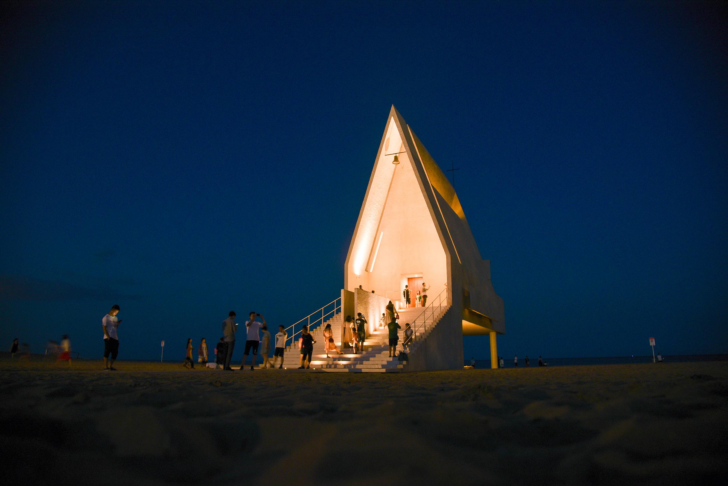 365体育秦皇岛:阿那亚礼堂夜景