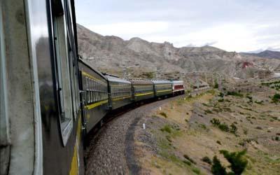 慢火车,用爱串起诗和远方