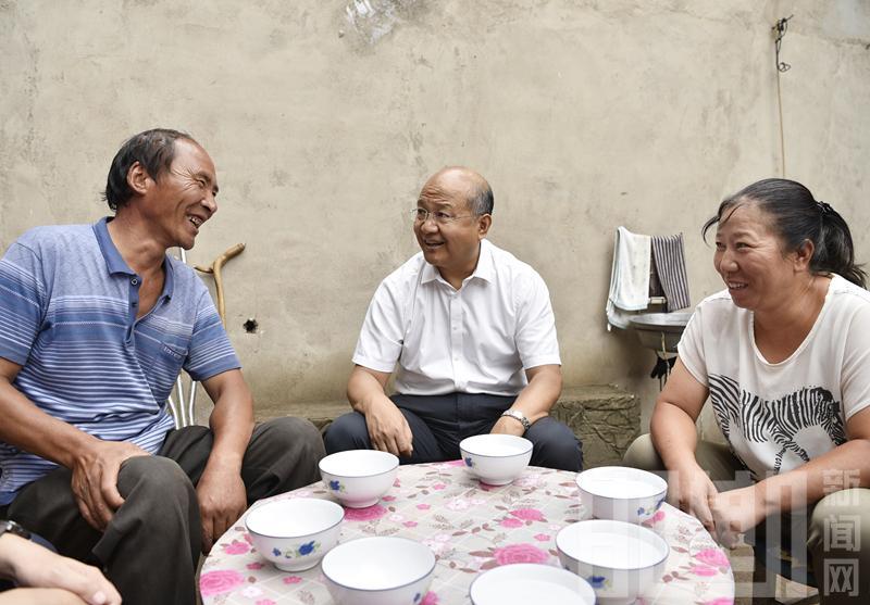 高宏志赴涉县走访调研分包联系的贫困村