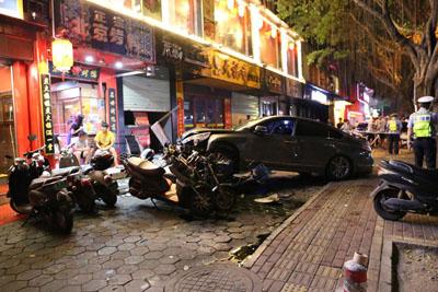 南宁闹市惨烈车祸已致2死3伤 肇事司机涉酒驾