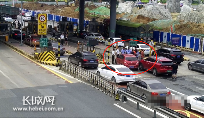 曲阳高速口俩司机因抢道孕育群体打架 全被处罚