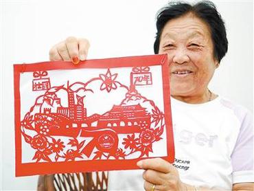 赵秀琴:纸上飞花颂祖国