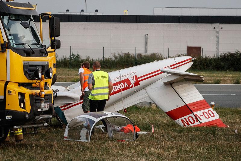 比利时一架小型飞机坠毁