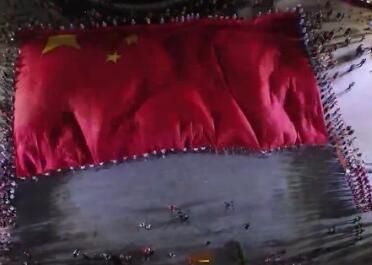 超燃!999架无人机与广州塔共舞