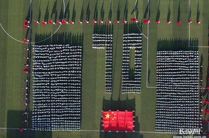 石家庄160万中小学生唱爱国歌曲致敬伟大祖国
