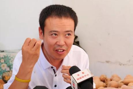"""辛集""""豆腐哥""""刘冲:身残志坚 回报社会"""