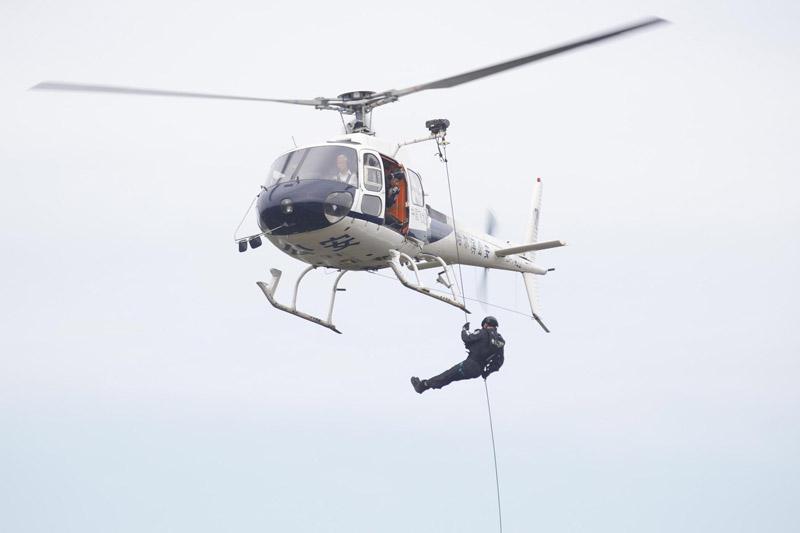 哈尔滨警方反恐实兵合成演练