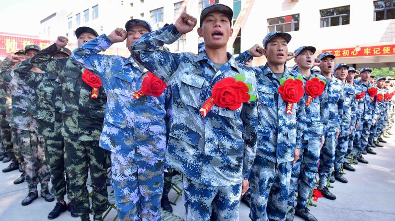 石家庄举行仪式欢送入伍新兵赴军营