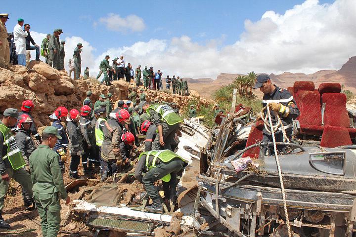 摩洛哥巴士因洪水发生事故