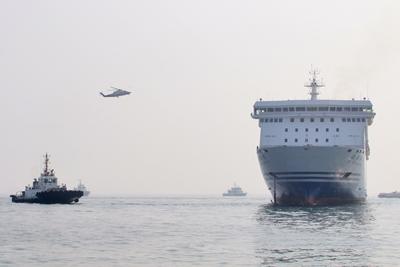 山东烟台海域举行2019年大型客滚船海上联合搜救演练