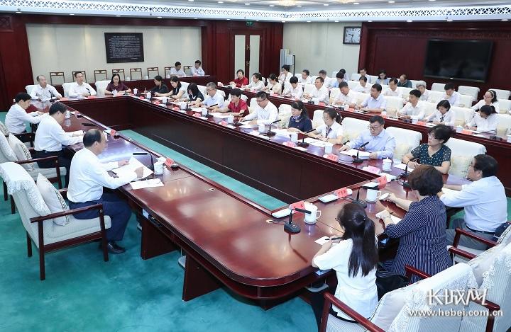 省委召开教师节座谈会研究推动教育发展问题