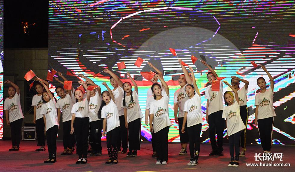 【高清图】沧州渤海新区南大港产业园区举办消夏晚会