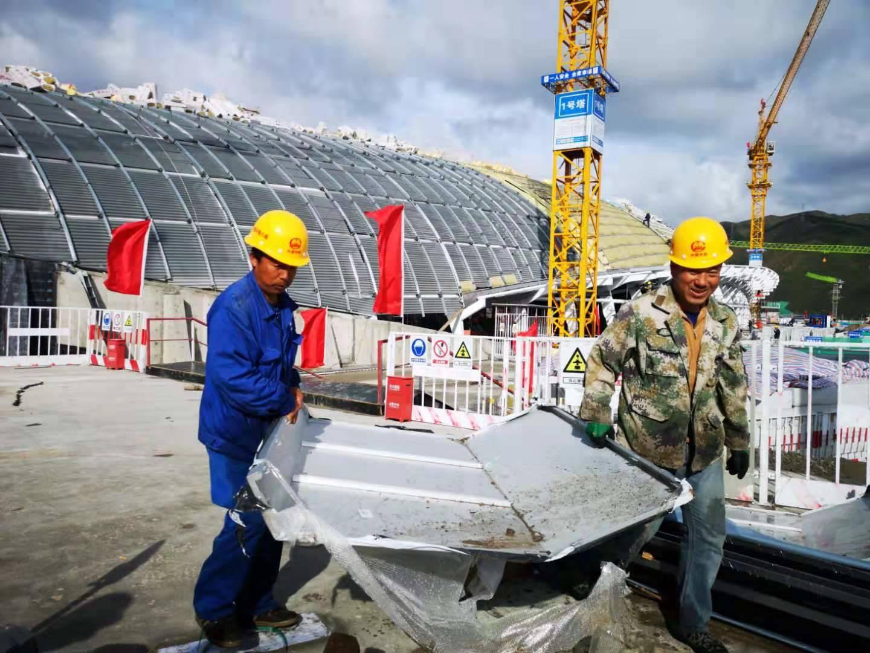 中铁六局700名建设者奋战在太子城高铁站