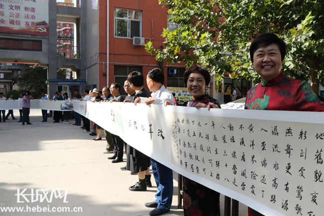 易县绘70米书画长卷庆祝新中国成立70周年