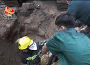 男子被埋!他们徒手救援