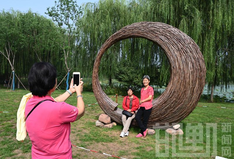 树木枯枝能变这么美!20座地景艺术亮相邯郸市植物园