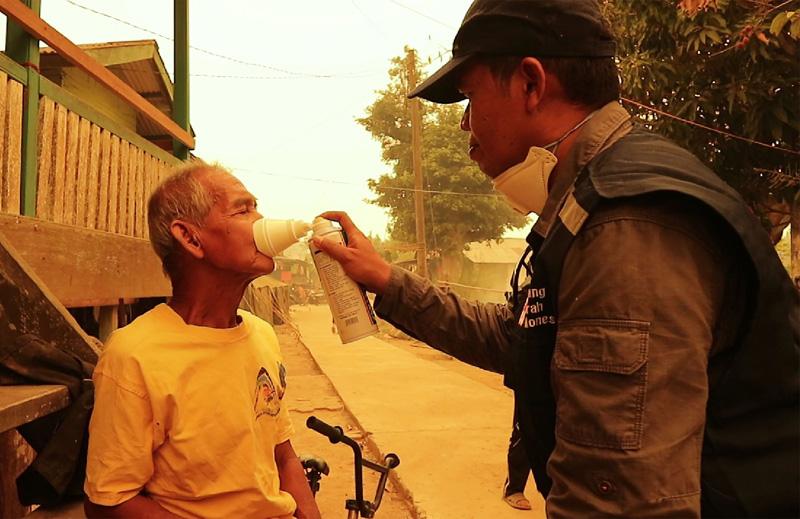 雅加達為民眾提供吸氧服務