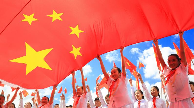 我与国旗合个影 庆祝新中国成立70周年