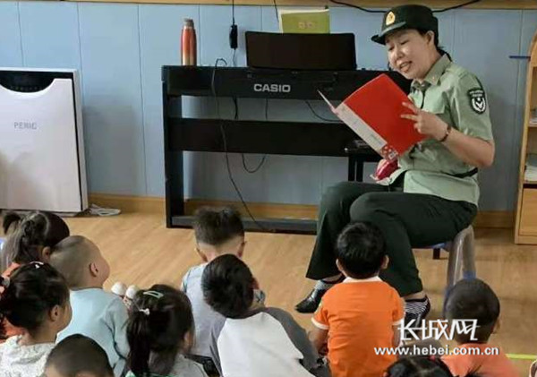 """""""长大我也要当兵!""""邯山区政府机关幼儿园开展红色国防教育活动"""