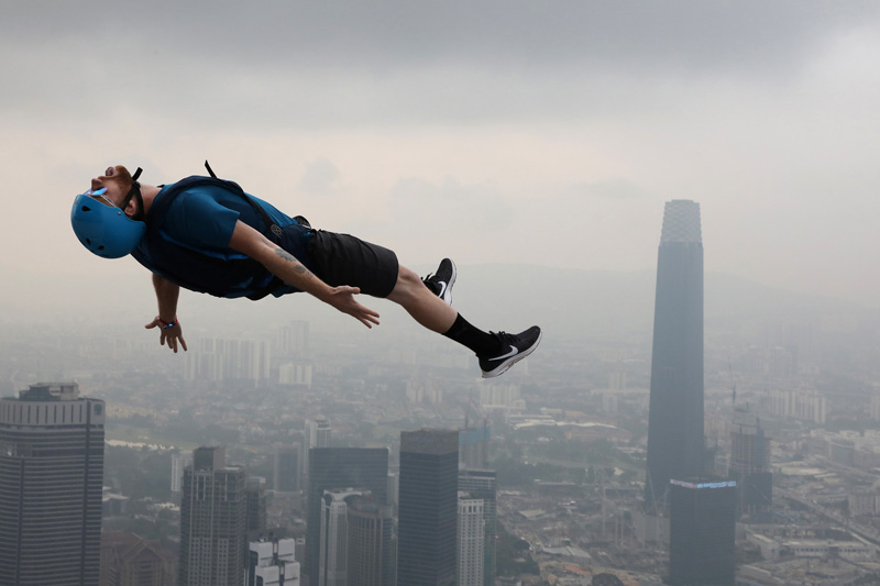 馬來西亞舉行低空跳傘比賽