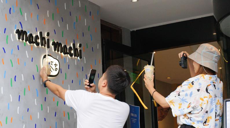 周杰伦新歌MV奶茶店首登上海 粉丝排队俩小时打卡