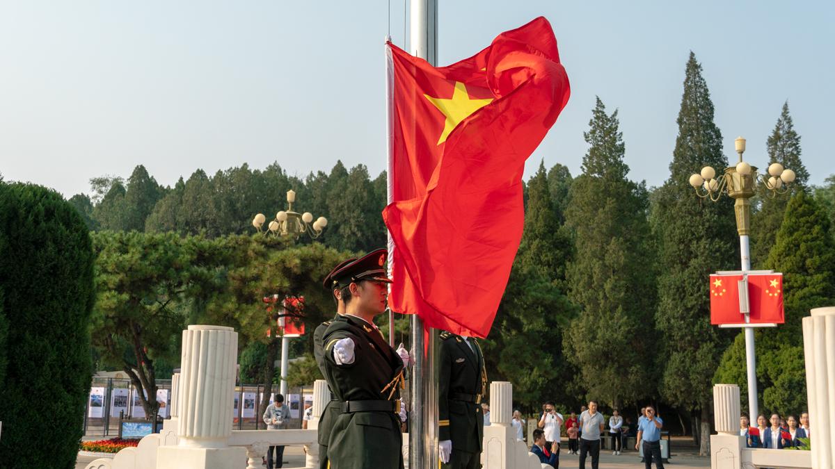 平山縣:革命圣地升國旗 同為祖國獻祝福