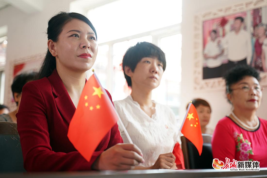 与祖国同庆!唐山祥富里社区党员群众集中收看国庆阅兵仪式