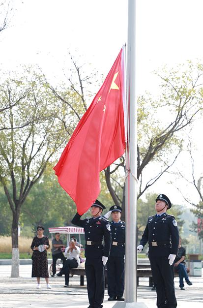 """唐山路南区域一体化迎国庆举行""""升国旗、唱国歌""""仪式"""