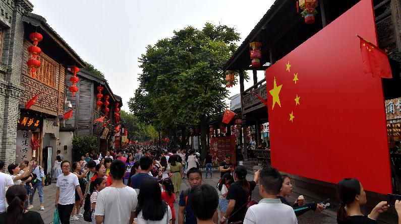 国庆假期 福州三坊七巷游人如织