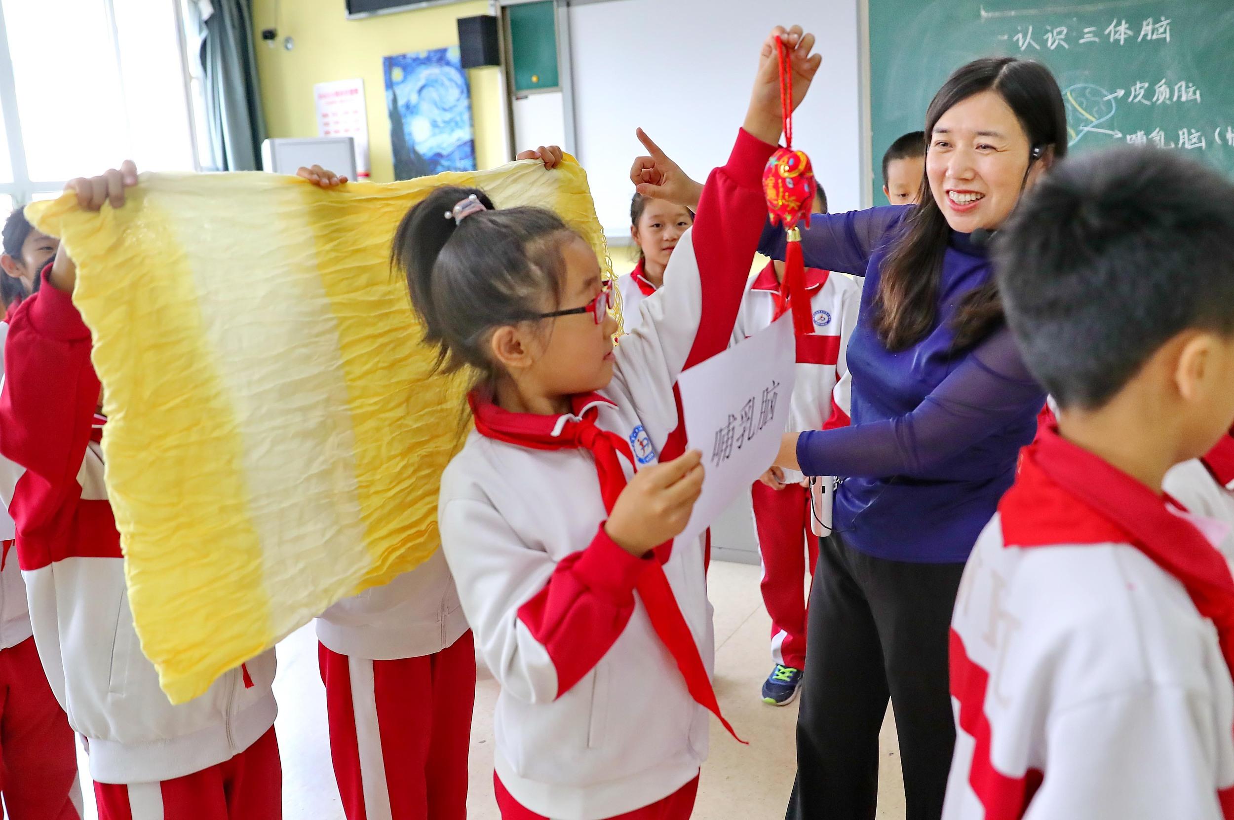 河北秦皇岛:趣味游戏让学生减轻心理压力