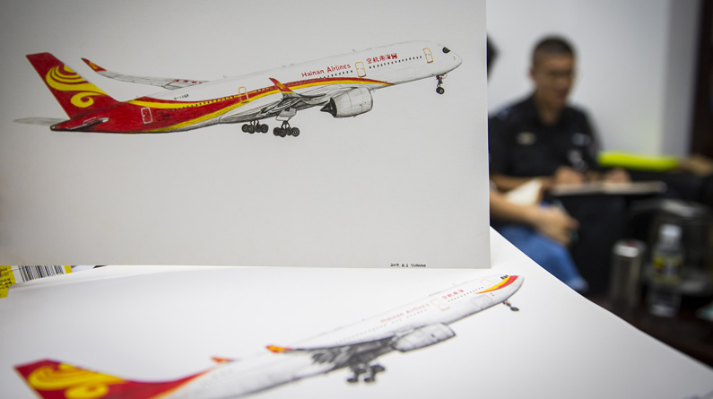 海口:小伙105天手绘70架飞机 用画笔勾勒梦想
