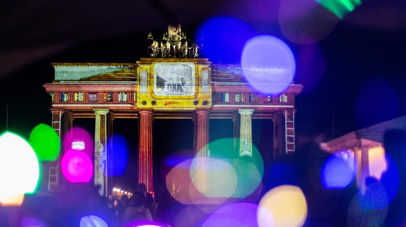 德国柏林灯光节持续举行 斑驳陆离如梦如幻