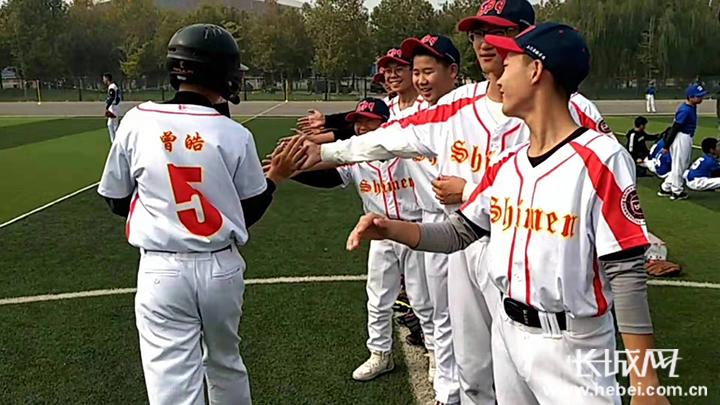 本次锦标赛设置软式棒垒球组u8,u10,u12,田径组u18和垒球慢投中学组的第20届亚洲棒球锦标赛图片
