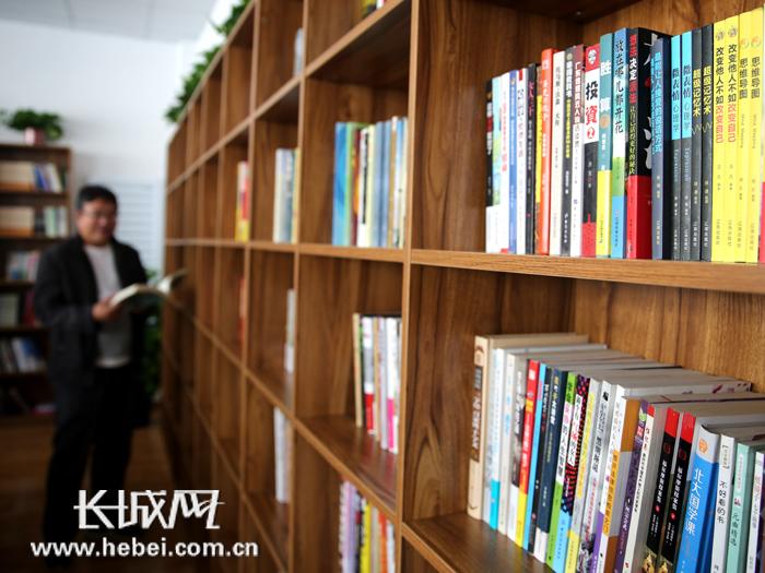 三河首家全公益性非盈利图书馆向市民免费开放