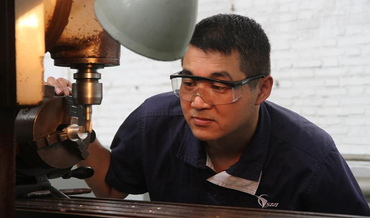 5721工廠鄭建華:在平凡的崗位上創造不凡