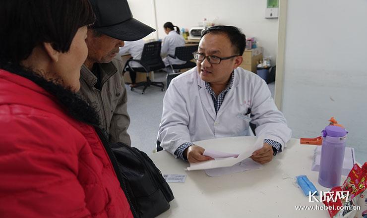 """妇科男医生李大海:6000台手术磨砺出的""""靠谱男人"""""""