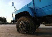 【现场实验②】你见过大货车爆胎吗?