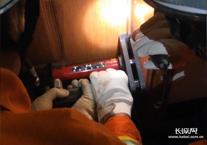 视频|真疼!脚趾卡门缝 消防紧急救援暖心按摩