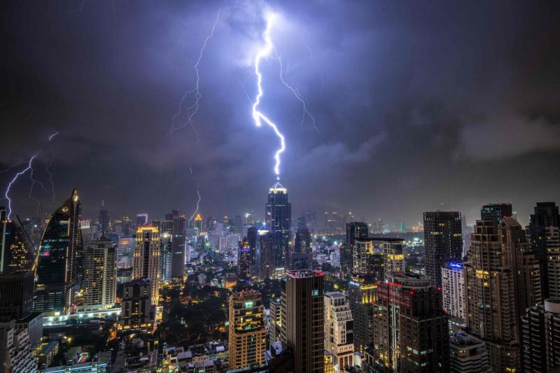 泰国曼谷迎雷暴天气
