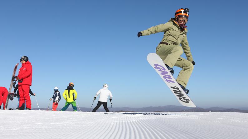 河北張家口:萬龍滑雪場開滑