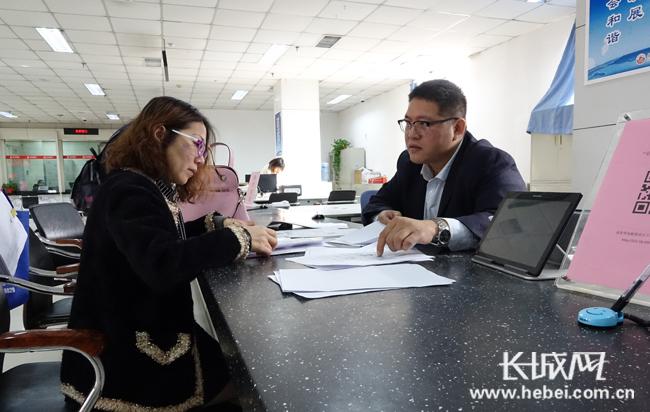 """凤凰网:保定35项审批实现""""即来即办"""""""
